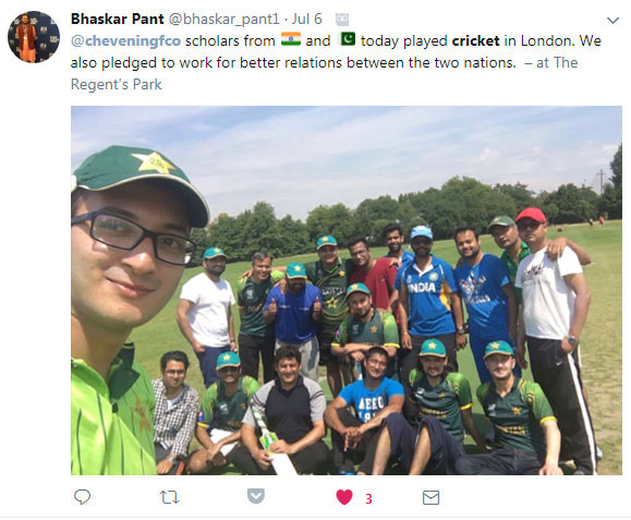 Bhaskar Pant takes a selfie with the teams