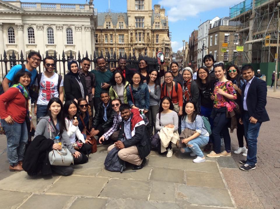 Scholars go punting in Cambridge